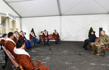 Президент Ильхам Алиев и Мехрибан Алиева встретились с военнослужащими, проходящими лечение в КМЦ № 1 - [color=red]ОБНОВЛЕНО[/color]