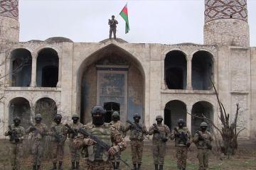 Азербайджанская армия водрузила азербайджанский флаг в Агдаме - [color=red]ВИДЕО[/color]