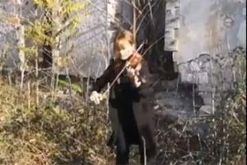 Fizulinin dağıdılmış Mədəniyyət Mərkəzinin qarşısından dünyaya musiqi ilə mesaj - [color=red]VİDEO[/color]