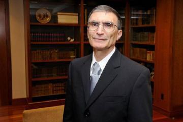 Всемирно известный ученый выделил средства на обучение Хадиджы, потерявшей родителей при обстреле армянами Гянджи