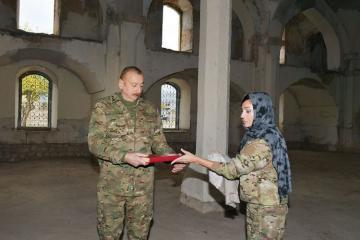 Президент Ильхам Алиев подарил Агдамской мечети привезенный из Мекки Коран