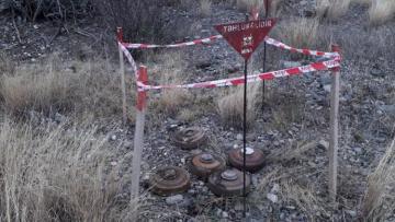 Azərbaycanın 6 rayonunda düşmən tərəfindən atılmış 16 patlamış, 119 partlamamış mərmi qalıqları aşkarlanıb - [color=red]FOTO[/color]