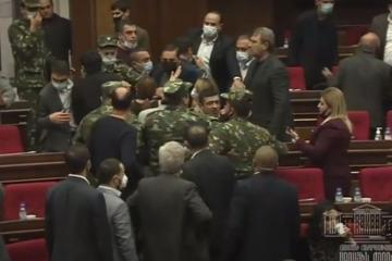На заседании парламента Армении произошла драка – [color=red]ВИДЕО[/color]