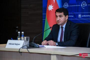 """Hikmət Hacıyev: """"Azərbaycan hərbi hədəflərə adekvat cavab vermək hüququnu özündə saxlayır"""""""