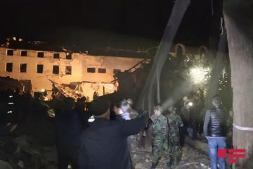 МЧС: 17 пострадавших и 5 тел извлечены в Гяндже из-под завалов дома, разрушенного при ракетном ударе ВС Армении