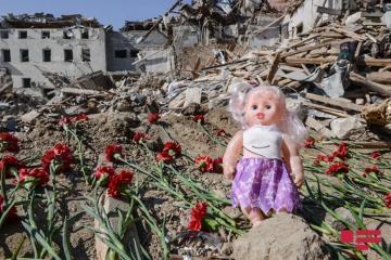 Мишень армянского террора город Гянджа: место падения ракеты на следующий день после обстрела - [color=red]ФОТО[/color]