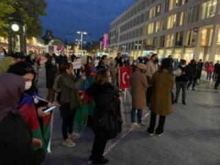 Hannover azərbaycanlıları Gəncə terrorunda həlak olanların xatirəsini yad edib - [color=red]FOTO[/color]