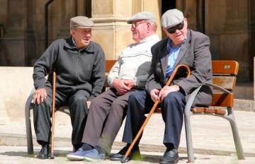С сегодняшнего дня лицам старше 65 лет рекомендуется не выходить из дома