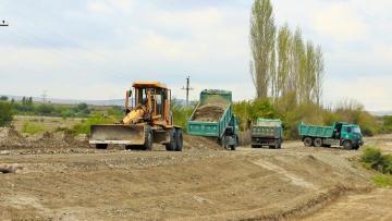 Началось восстановление дорог, ведущих в села Суговушан и Талыш