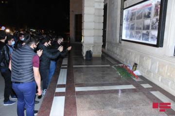 Перед посольством РФ в Баку почтена память 13-летнего гражданина России, ставшего жертвой армянского террора в Гяндже  - [color=red]ФОТО[/color]
