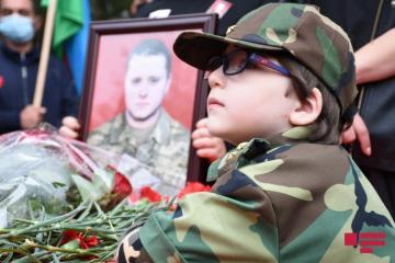 Azərbaycan Ordusunun şəhid hərbçisi Dmitri Solnsev dəfn olunub - [color=red]FOTOSESSİYA[/color]
