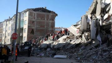 Число погибших в результате землетрясения в Измире достигло 24, пострадавших - 804 человек - [color=red]ОБНОВЛЕНО-7[/color]