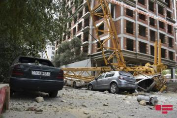 Two houses damaged as a result of crane turnover onto residential building in Baku  - [color=red]PHOTO[/color] - [color=red]VIDEO[/color] - [color=red]UPDATED[/color]