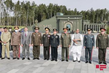 Azerbaijani Defence Minister pays visit to Moscow