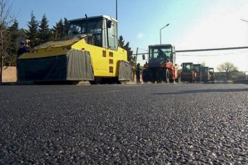 На продолжение работ по реконструкции автомобильных дорог в Хатаинском районе столицы выделено 10,05 млн манатов