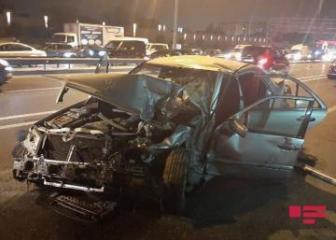 В Баку водитель погиб, вылетев через лобовое стекло - [color=red]ФОТО[/color]