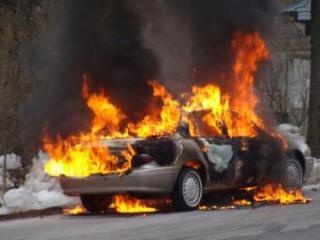 """Bakıda """"Opel"""" markalı minik avtomobili yanıb"""