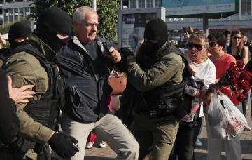Правозащитники сообщили о задержании 100 демонстрантов в Беларуси