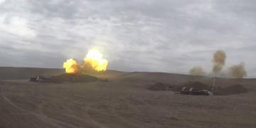Azərbaycan Ordusunun artilleriya bölmələri düşmənə sarsıdıcı zərbələr endirir - [color=red]VİDEO[/color]