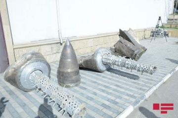 Демонстрируются остатки ракеты «Искандер», использованной Арменией против Азербайджана