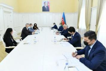 Премьер-министр Али Асадов встретился с региональным директором Всемирного банка