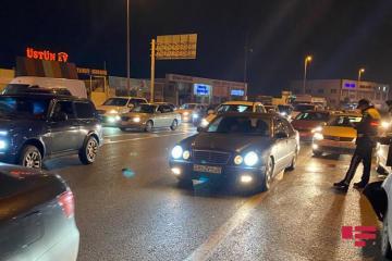 Bakıda piyada iki avtomobilin arasında qalaraq komaya düşüb - [color=red]FOTO[/color]