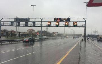 На двух магистралях Баку ограничена скорость
