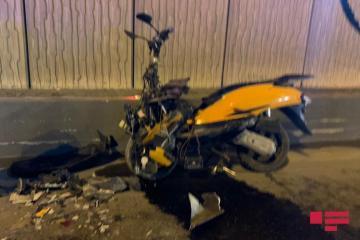 Bakıda motosiklet avtomobilə çırpılıb, xəsarət alan var - [color=red]FOTO[/color]