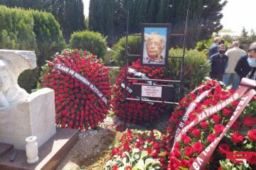 Azərbaycan Prezidenti və birinci xanım Mehriban Əliyeva Eldar Quliyevin dəfn mərasiminə əklil göndərib - [color=red]FOTO[/color]