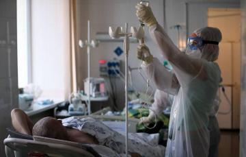 В США за сутки выявили около 80 тысяч заболевших COVID-19