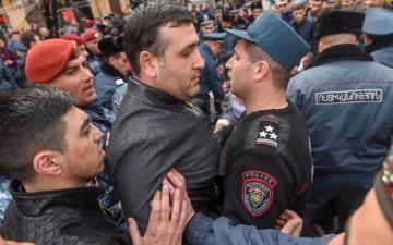 İrəvanda etirazçılarla polis arasında qarşıdurma olub, 14 nəfər saxlanılıb