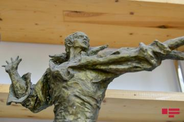 Müslüm Maqomayevin heykəli hazırlanır