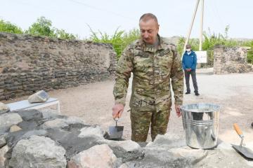 Президент Ильхам Алиев уложил памятный камень в стену зангиланской мечети  - [color=red]ФОТО[/color]