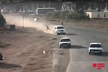 В Баку Toyota Prado сбила насмерть пешехода и врезалась в три автомобиля-[color=red]ВИДЕО[/color]