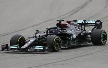 """Британец Хэмилтон стал первым на Гран-при России и одержал 100-ю победу в """"Формуле-1"""""""