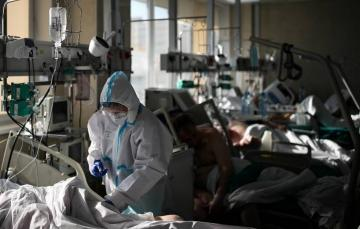 В ВОЗ сообщили, что число новых случаев COVID-19 в мире снижается третью неделю подряд