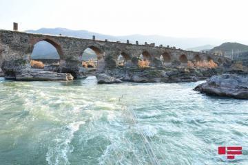 Представители дипломатического корпуса посетили освобожденный от оккупации Худаферинский мост