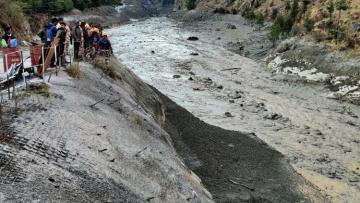Около 170 человек пропали без вести после схода ледника в Индии