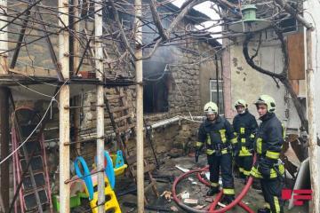 В Баку произошел пожар в жилом доме, погиб один человек - [color=red]ОБНОВЛЕНО-2 - ФОТО[/color]