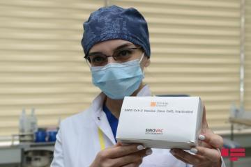 С 15 февраля работникам здравоохранения начнут вводить вторую дозу вакцины