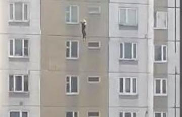 В Москве выжила женщина, выпавшая с 16-го этажа - [color=red]ВИДЕО[/color]