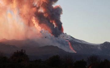В Италии началось извержение Этны