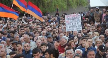 В Армении проходит митинг с требованием отставки Пашиняна