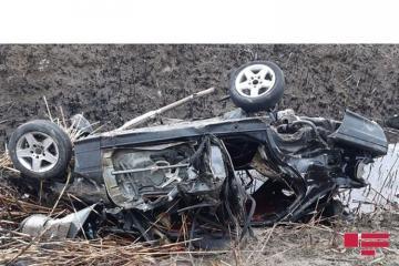 В Гёйчае сошел с трассы и перевернулся «BMW», пострадали 6 человек – [color=red]ФОТО[/color]