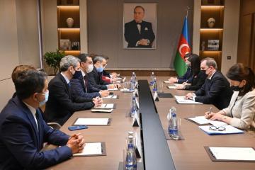 Джейхун Байрамов встретился с делегацией Национальной ассамблеи Франции