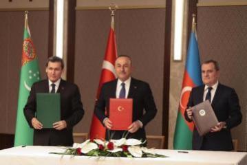 Главы МИД Турции, Азербайджана и Туркменистана приняли совместное заявление по трехсторонней встрече