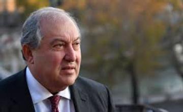 Президент Армении не подписал указ об увольнении главы Генштаба ВС