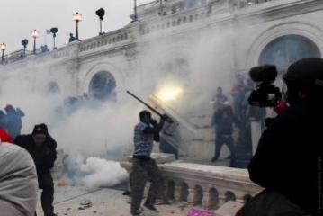Четыре человека погибли в ходе протестов у Конгресса США