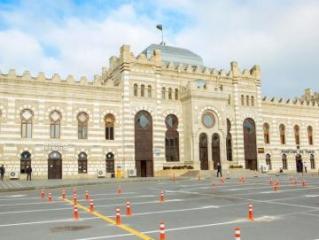 На территории Бакинского железнодорожного вокзала создается современная парковочная зона