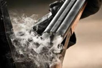 В Шабранском районе мужчина выстрелил в сына